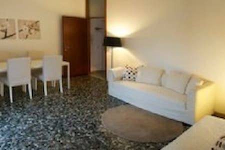 Casa Catharina in centro di Garda + Garage incl. - Appartement