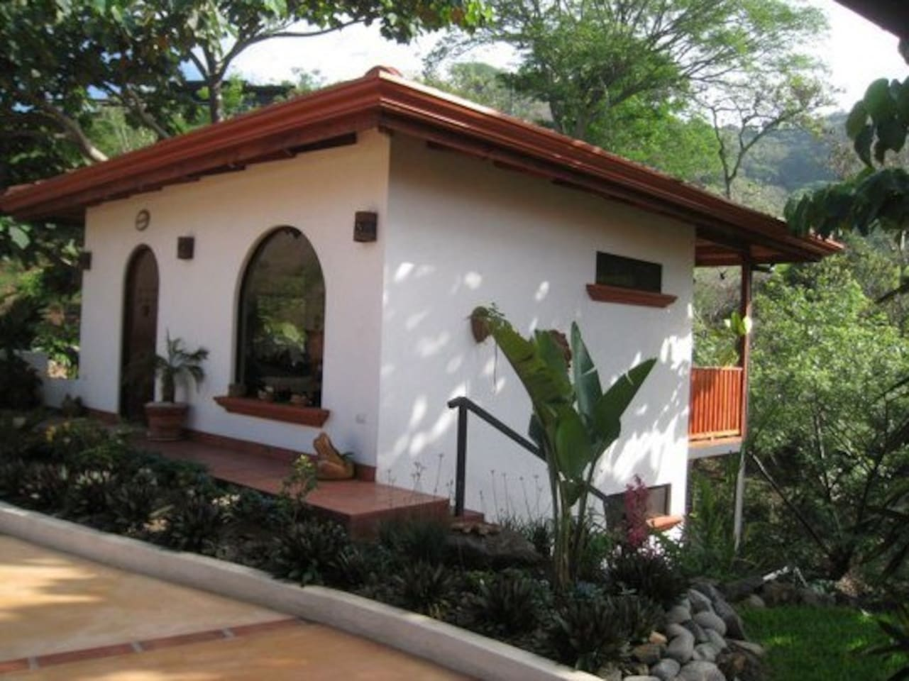 Cozy Spanish Style cottage tucked away in the jungle