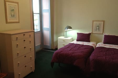 Pink room downtown - hostel33