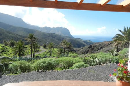 Studio with stunning ocean view  and mountainridge - Bungalow