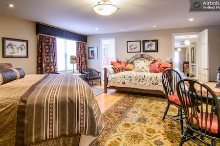 Jack N Jill, SeldomSceneMeadow B&B  - Bed & Breakfast