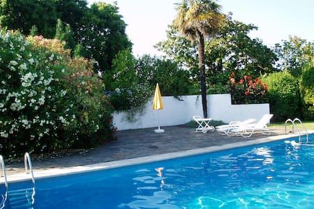 Casa con gran piscina, jardín  - Rumah