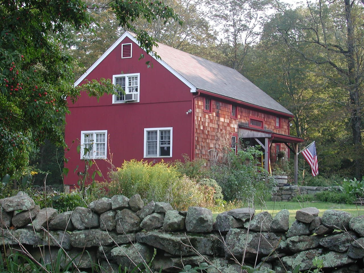 Lovely cottage (really a converted barn) ~ great for a family vacation.