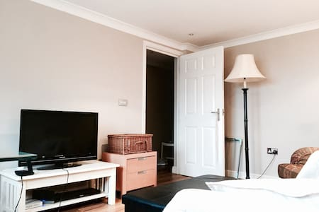 Cosy two bedrooms flat in the Vibrant Clapham - London - Apartment