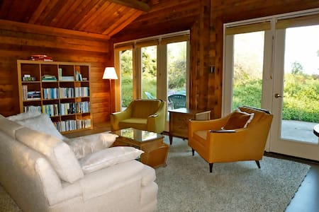 Cabin at Whidwood On Whidbey Island - 小屋