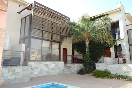 East Villa- 200m from the beach!!