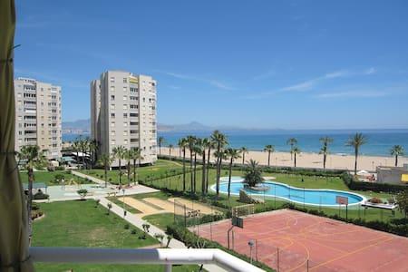 Confortable, the beach close to you - Apartament