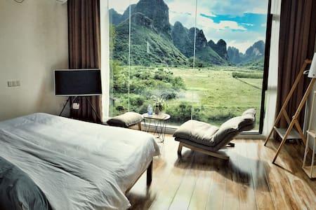 1Q84宿-标准远景大床房 - Guilin - Bed & Breakfast