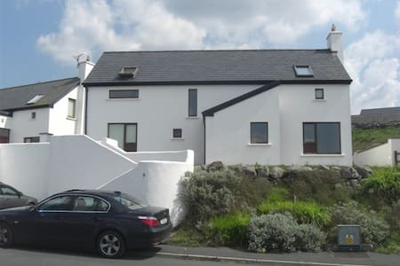 Lahinch home. Golf and sea views. - Lahinch - House