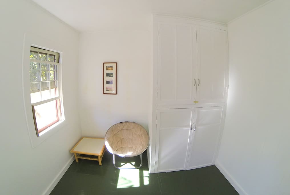Clean Private Room on Main St Pahoa