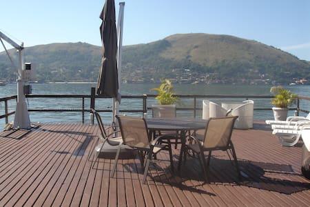 Bela casa sobre um deck no mar. - Angra dos Reis - Casa