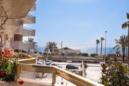 Apartment on beach, near Barcelona! - Appartement