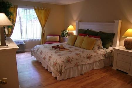 Clean and furnished room - 洛杉矶