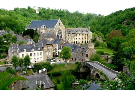Amazing house in Léhon-Dinan - Haus
