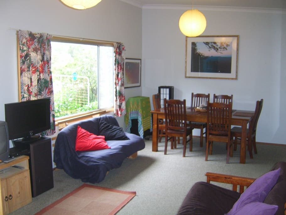 Cosy Lounge, dinning room, large photos