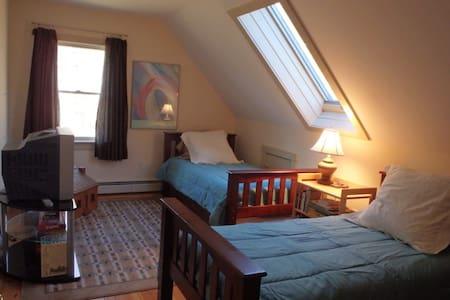 Mountain Home: Twin bedroom, Sauna - Casa