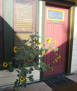 Lhasa House at Chakra Garden provides comfortable privacy in a modern, quiet studio cottage. Beautiful, healing-oriented garden property, 10-minutes stroll to downtown Plaza, OSF & Lithia Park. No vehicle required. Winter Rental Deep Discounts.