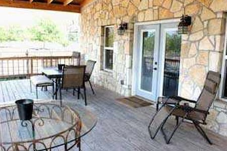 Hill Country Hide-Away (Rock House) - Bandera