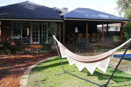 Beautiful home, between Perth City and the Sea - Floreat - House