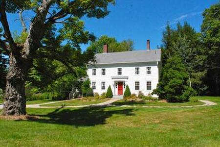 Berkshire  Classic : Sleeps 12 - House