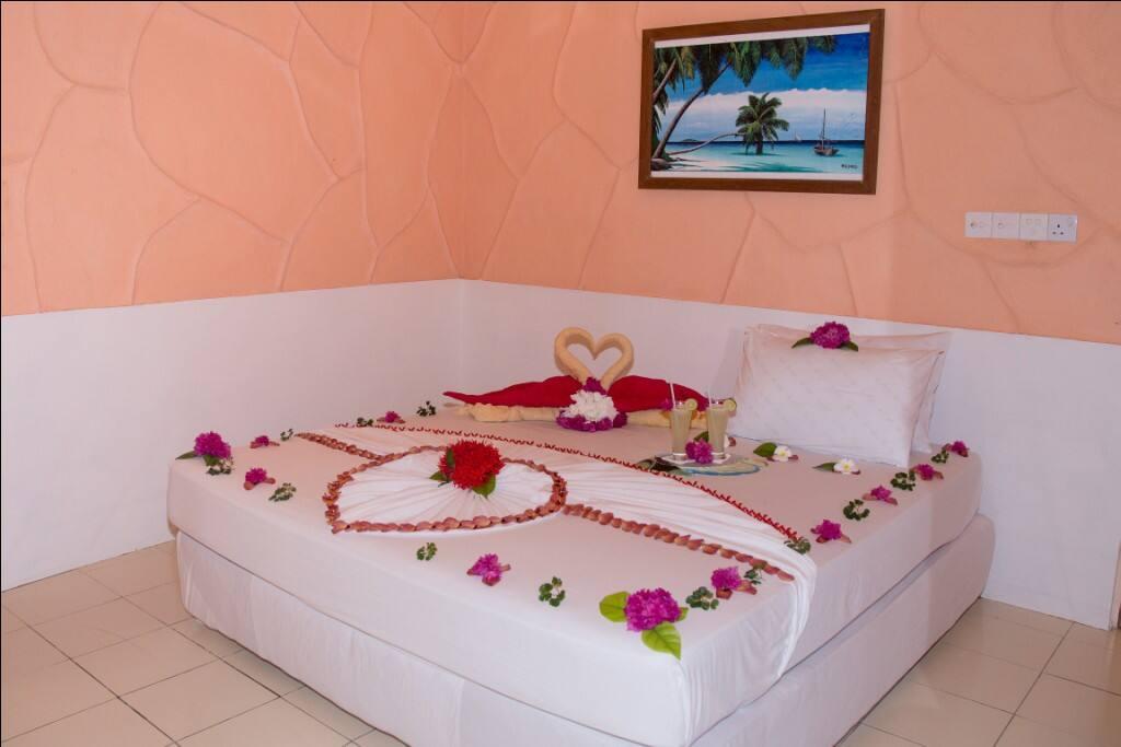 Honeymooners bed