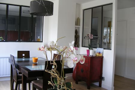 Gay-friendly Room,Priv. Str, Paris - Apartment