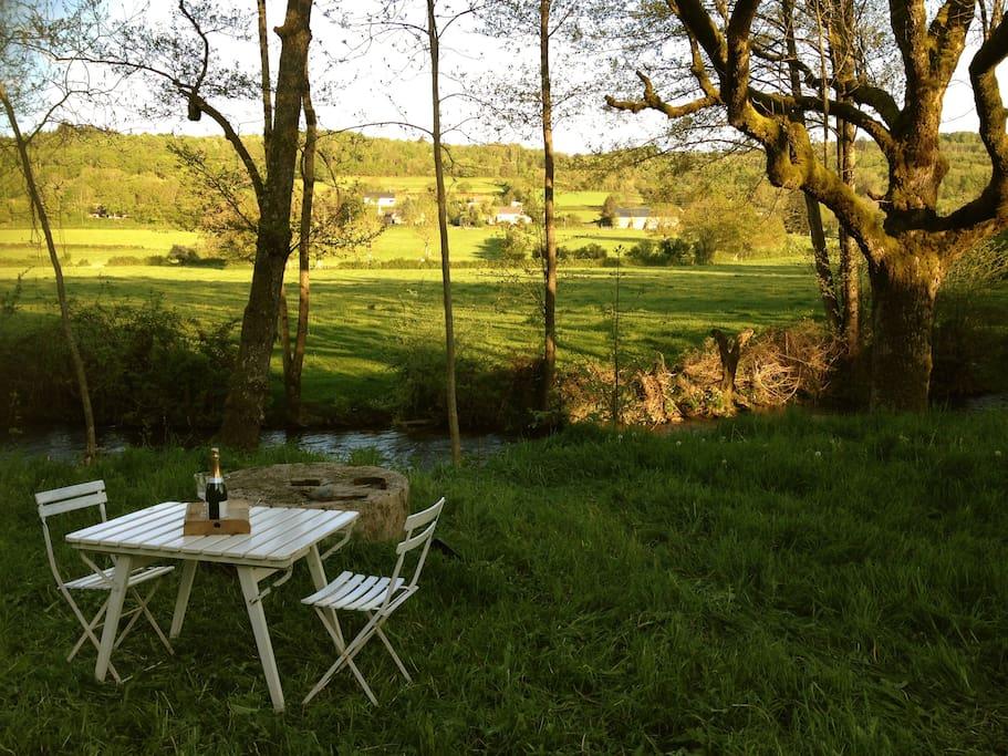 In onze achtertuin loopt het riviertje 'Le Méchet'