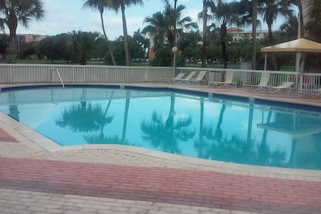 PRIVATE ROOM CONVENIENTLY LOCATED - Daire