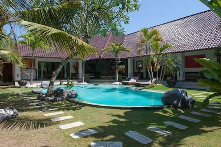 beautiful villa 3 rooms in umalas