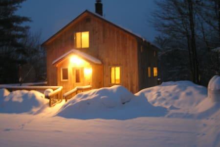 Rustic Cabin near Newfound Lake - Ház