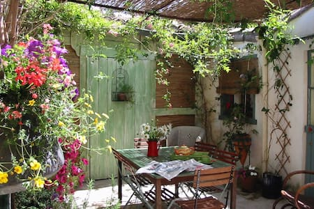 A place for exciting holidays ! - Aigues-Mortes - Bed & Breakfast