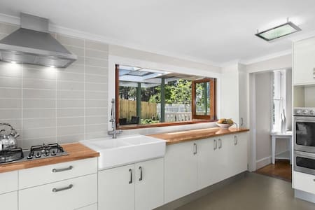 brand new master room in beautiful garden house - Bungalow