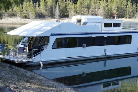 Kootenay Houseboat Rental - Boot