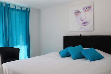 Chambre avec salle de bains dans complexe - Bed & Breakfast
