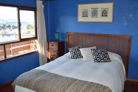 Colores del Puerto: Room 1 private bathroom - Puerto Montt - Bed & Breakfast