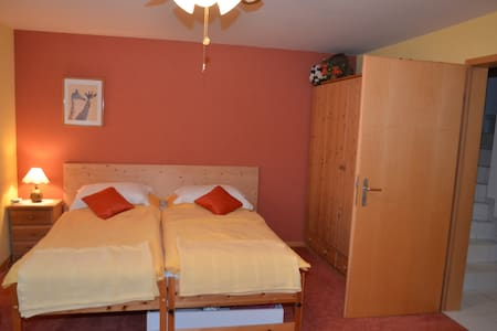 Bright twin-room with private bathroom/WC - Hus