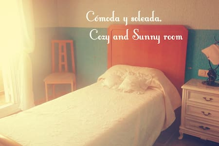 Cosy and lovely rooms , 2'8 km to the beach! - Almería - Bed & Breakfast