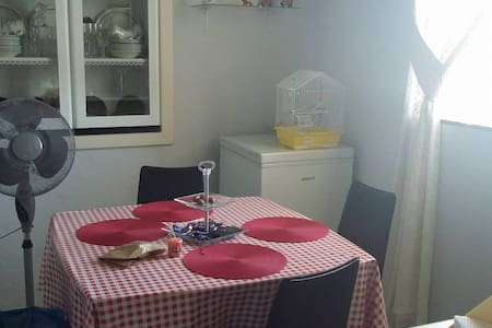 2 beds room very near the city and beach! - Haus
