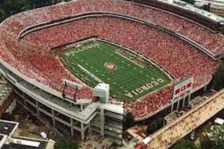 6 Mi to I-85; 21 Mi to Sanford Stadium; 1 mi to DQ - Jefferson - Ház