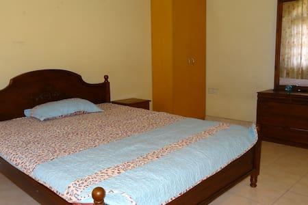 Spacious room with Balconey - Sri Jayawardenepura Kotte