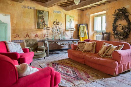 Stone built shabby chic remote Tuscan farmhouse - Sestino