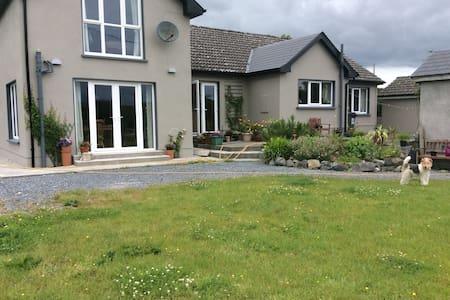 Comfortable accommodation at The Lodge, Fiddaun. - House
