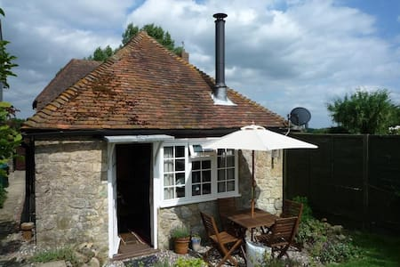 Stunning Cottage in Egerton, Kent - House