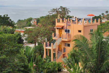Fresh Breeze Inn with Ocean Views - Vila