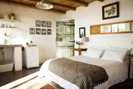 Stone Cottage's Romantic Hilda Suite - Plettenberg Bay