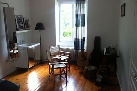 Chambre centre Cholet proche Puy du FOU - Rumah