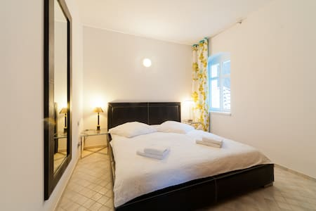 style and antique - old and new - Apartamento