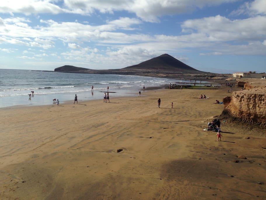 Muy cerca de los abrigos, playa del Medano (to 5 kms)