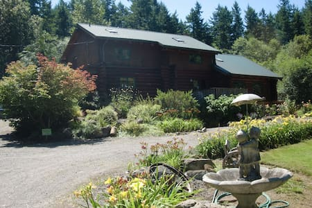 Hidden Log House Bed & Breakfast - Penzion (B&B)