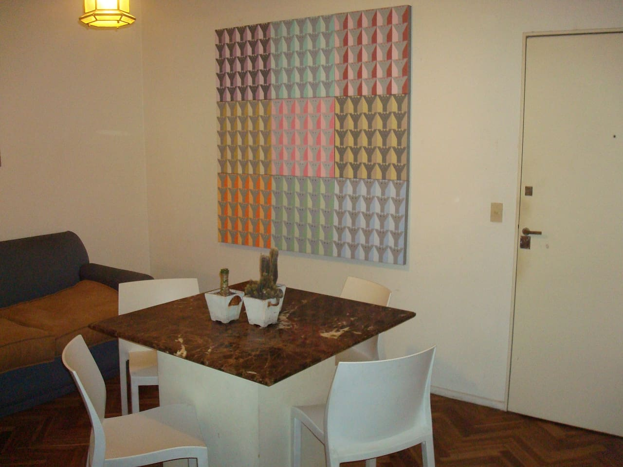Living area, and my dad´s art work!